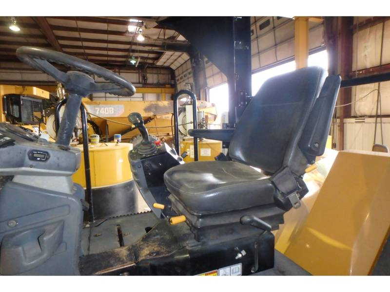 CATERPILLAR TAMBOR DOBLE VIBRATORIO ASFALTO CB64 equipment  photo 7