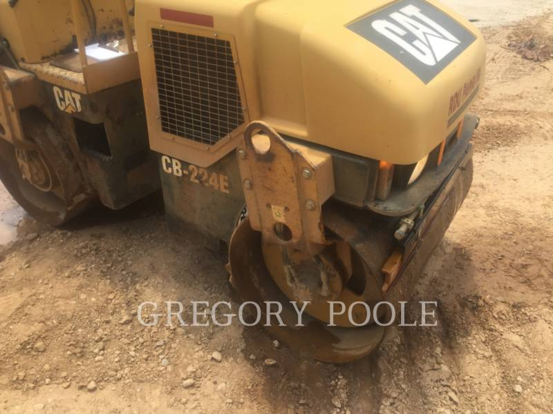 CATERPILLAR TAMBOR DOBLE VIBRATORIO ASFALTO CB-224E equipment  photo 9