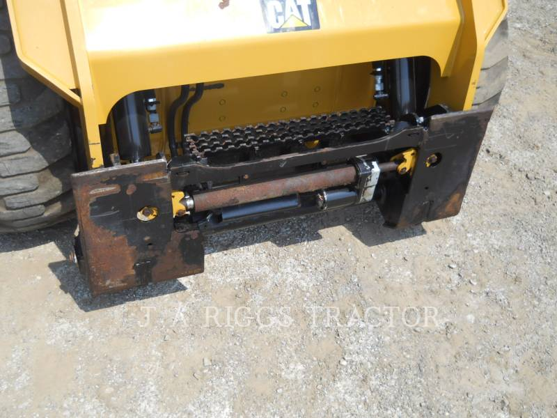 CATERPILLAR PALE COMPATTE SKID STEER 242D A equipment  photo 10