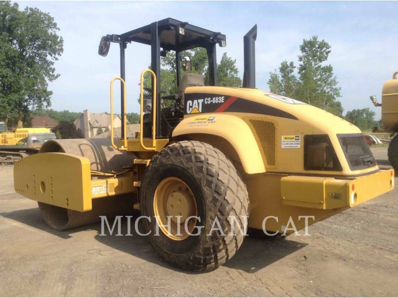 CATERPILLAR COMPACTADORES DE SUELOS CS683E equipment  photo 3
