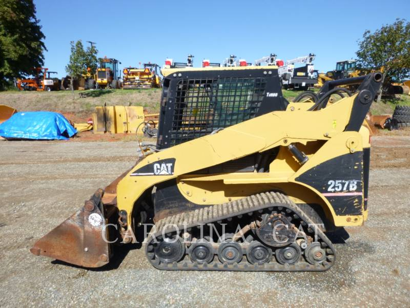 CATERPILLAR CHARGEURS SUR CHAINES 257B equipment  photo 1