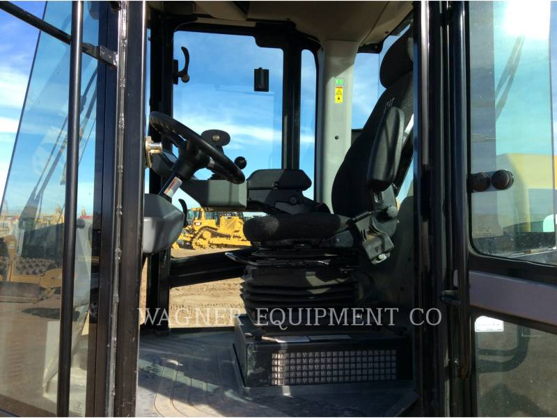 CATERPILLAR VIBRATORY SINGLE DRUM SMOOTH CS56B equipment  photo 6