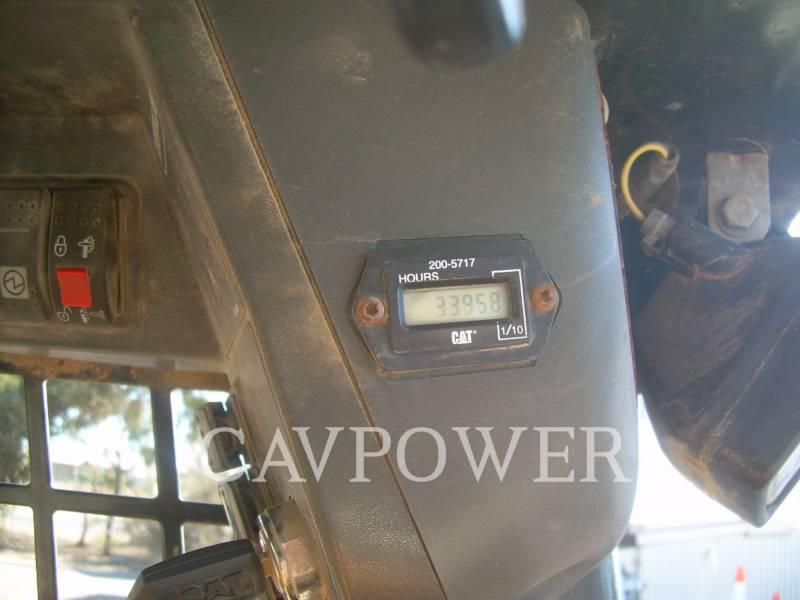 CATERPILLAR MINICARGADORAS 242B equipment  photo 4