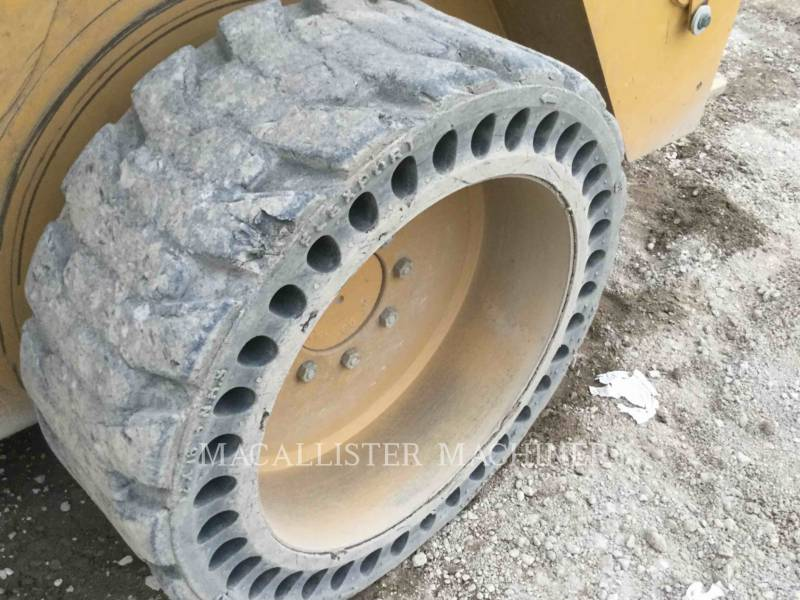 CATERPILLAR CHARGEURS COMPACTS RIGIDES 242D equipment  photo 22