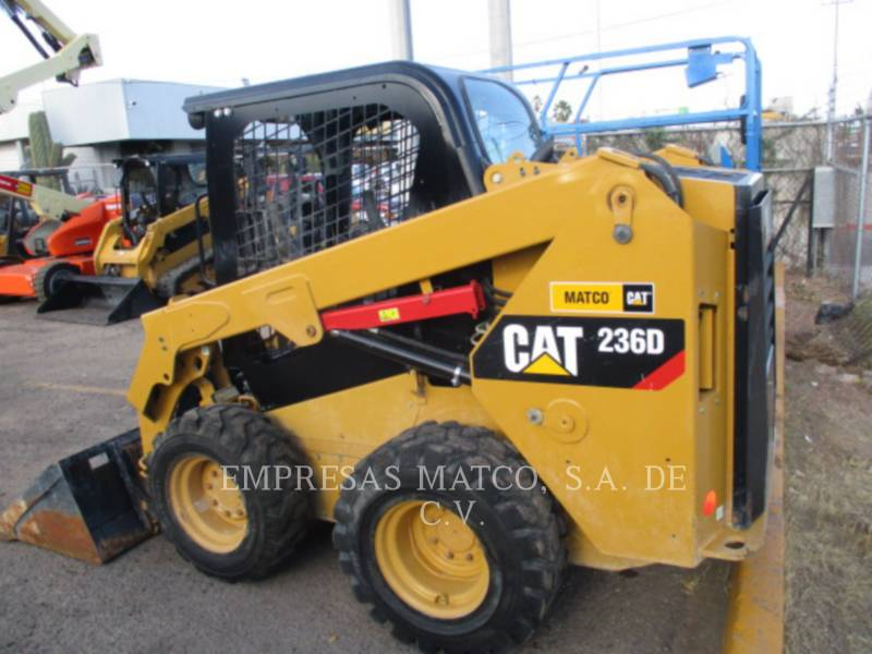 CATERPILLAR SKID STEER LOADERS 236DLRC equipment  photo 2