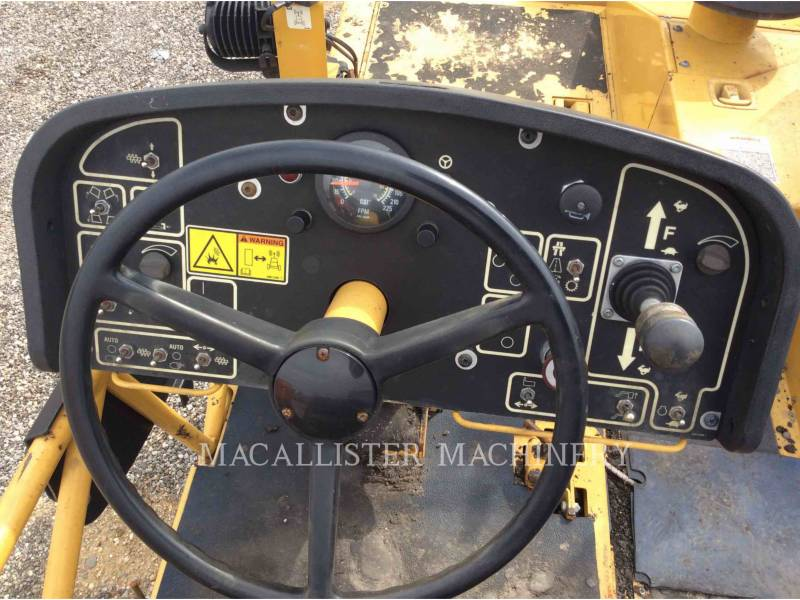 CATERPILLAR ASPHALT PAVERS AP1055D equipment  photo 16
