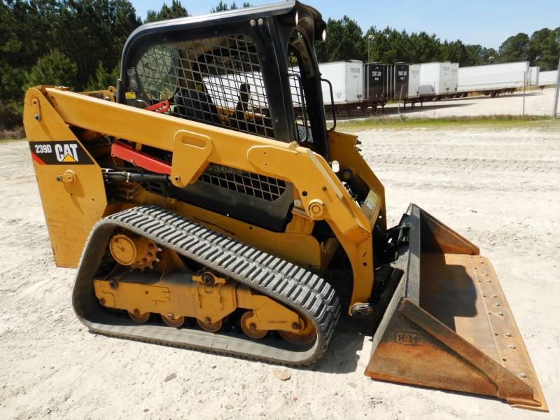 CATERPILLAR CHARGEURS TOUT TERRAIN 239D equipment  photo 1