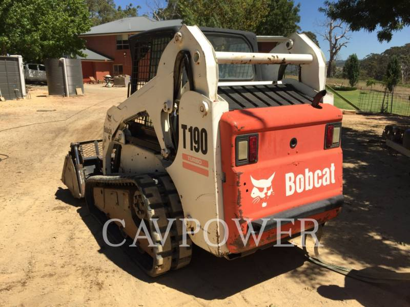 BOBCAT CHARGEURS TOUT TERRAIN T190 equipment  photo 2