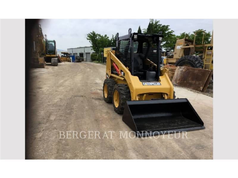 CATERPILLAR KOMPAKTLADER 216B3 equipment  photo 10