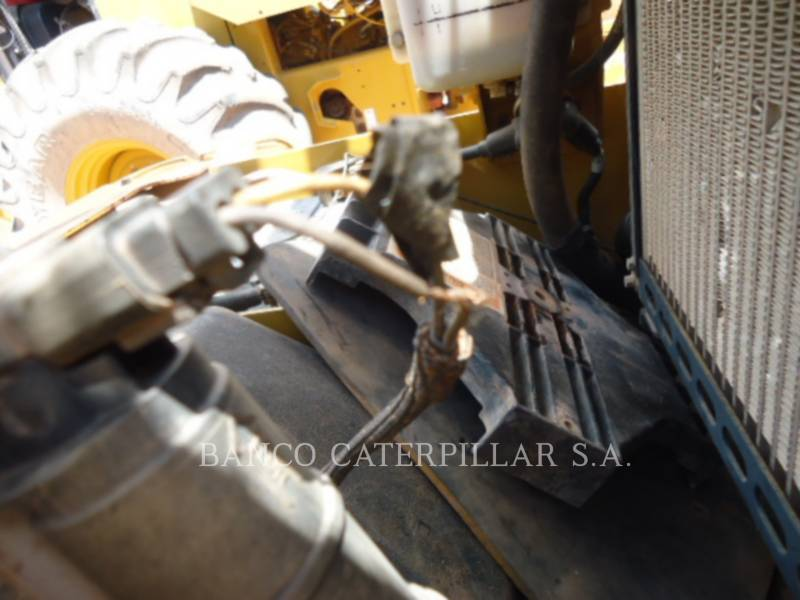 CATERPILLAR EINZELVIBRATIONSWALZE, BANDAGE CP-533E equipment  photo 14