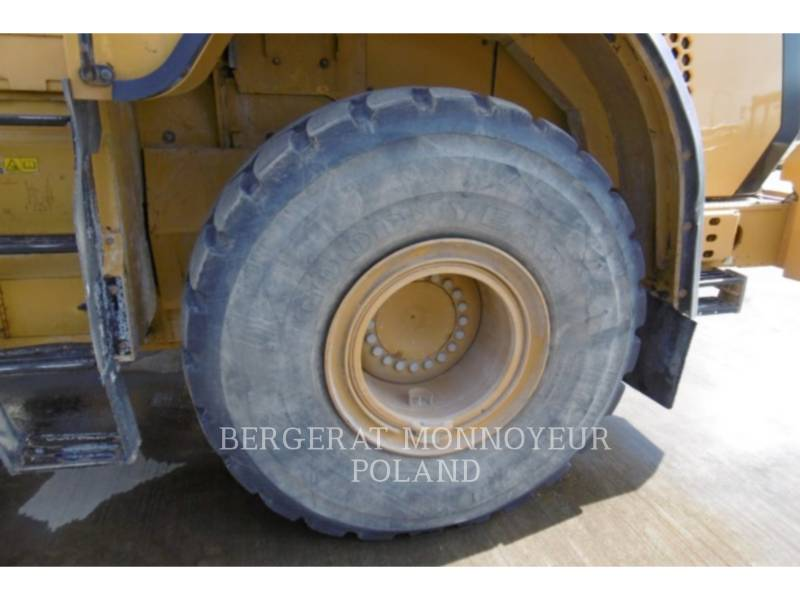 CATERPILLAR CHARGEURS SUR PNEUS MINES 966K equipment  photo 13