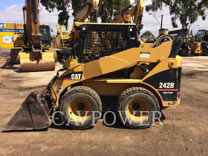 CATERPILLAR SKID STEER LOADERS 242B equipment  photo 18