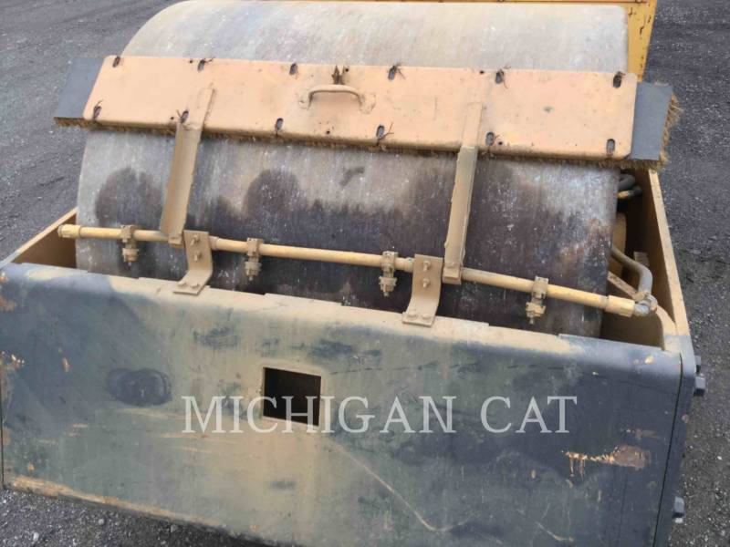 HYPAC VIBRATORY DOUBLE DRUM ASPHALT C330B equipment  photo 6