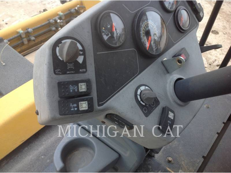 CATERPILLAR COMPACTEURS TANDEMS VIBRANTS CB64 equipment  photo 13