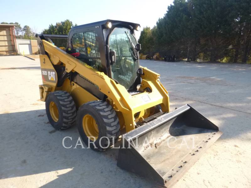 CATERPILLAR CHARGEURS COMPACTS RIGIDES 262D CB equipment  photo 1