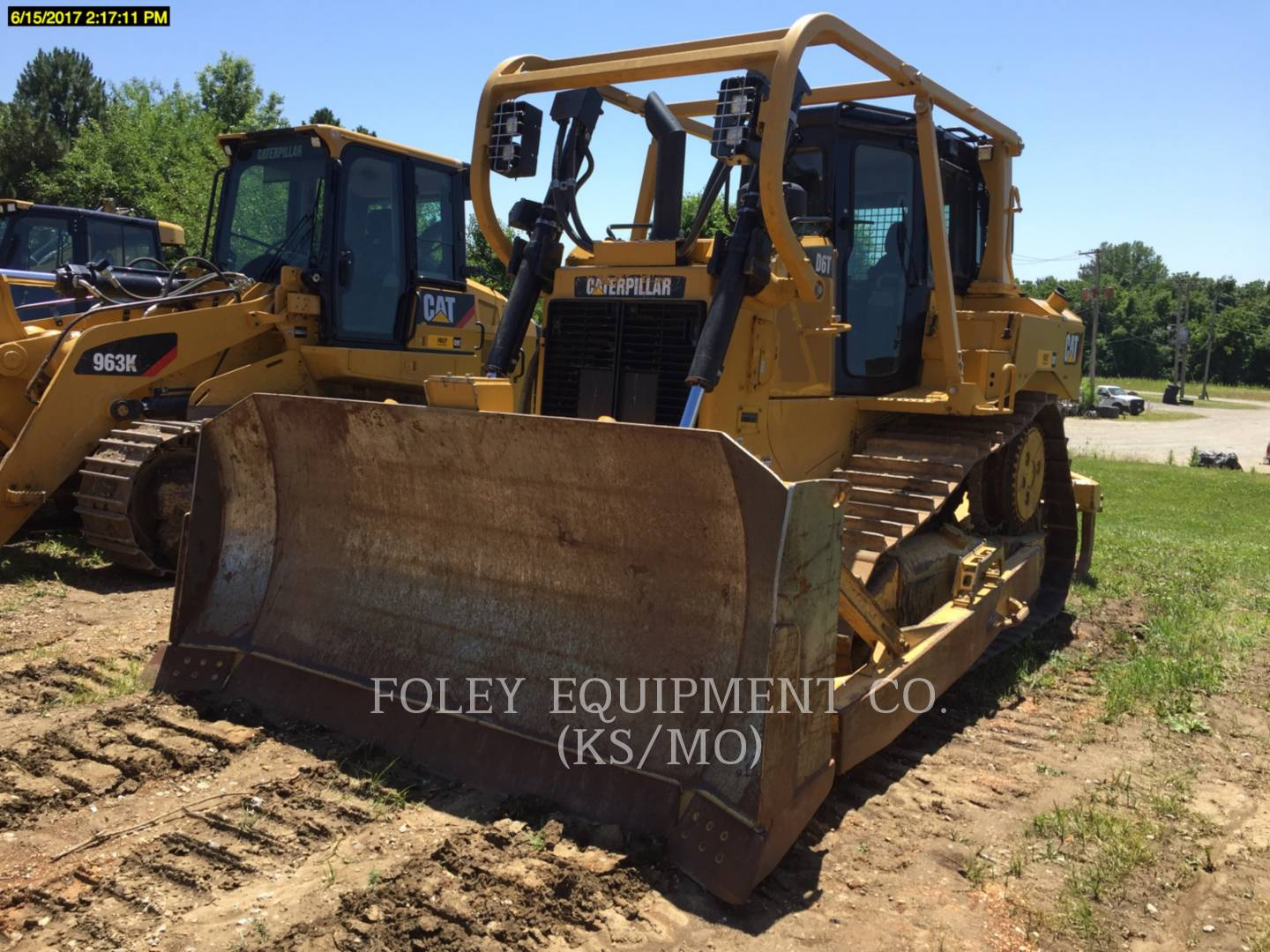 Detail photo of 2014 Caterpillar D6T XL from Construction Equipment Guide