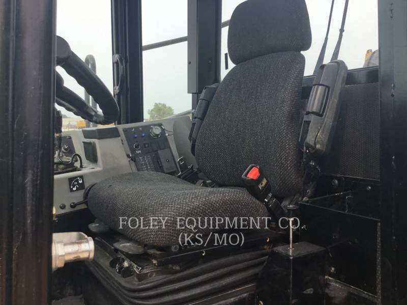 CATERPILLAR COMPACTEURS 815F2 equipment  photo 5