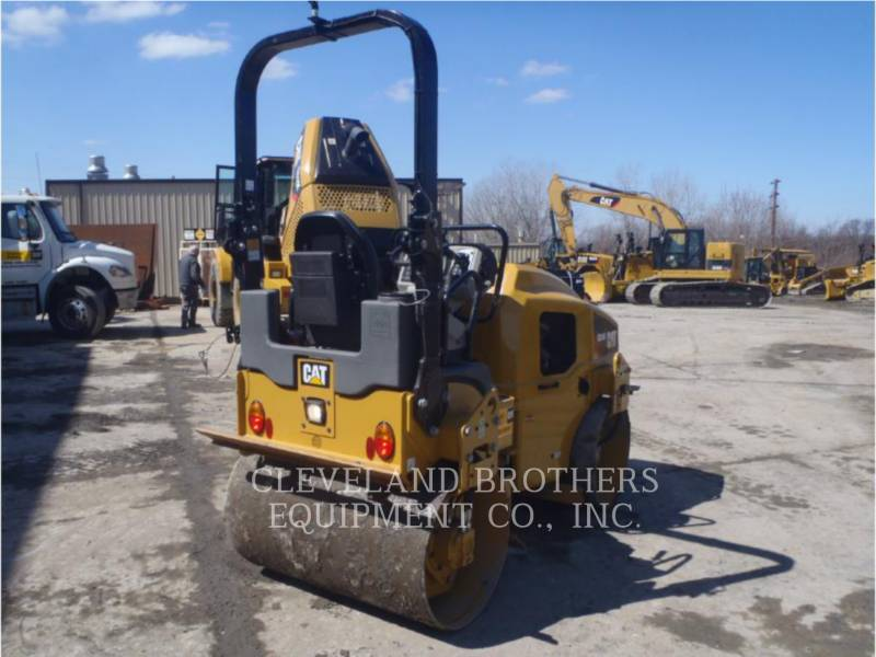 CATERPILLAR VIBRATORY DOUBLE DRUM ASPHALT CB24BLRC equipment  photo 3