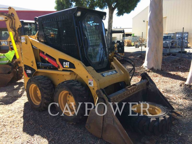 CATERPILLAR SKID STEER LOADERS 226B3LRC equipment  photo 2