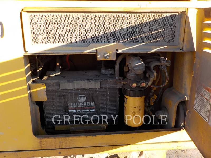 CATERPILLAR KETTENDOZER D3G equipment  photo 16