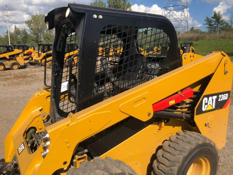 CATERPILLAR KOMPAKTLADER 236 D equipment  photo 5