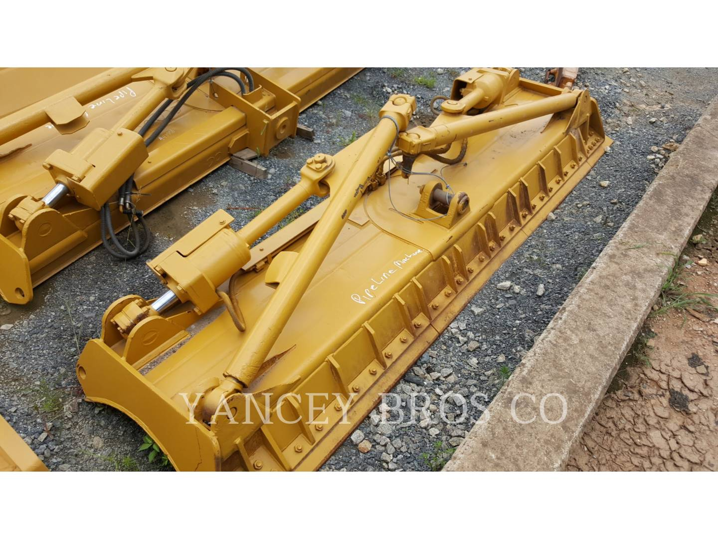 Detail photo of 2009 Caterpillar D8T from Construction Equipment Guide