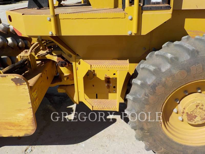 CATERPILLAR VIBRATORY SINGLE DRUM PAD CP-44 equipment  photo 16