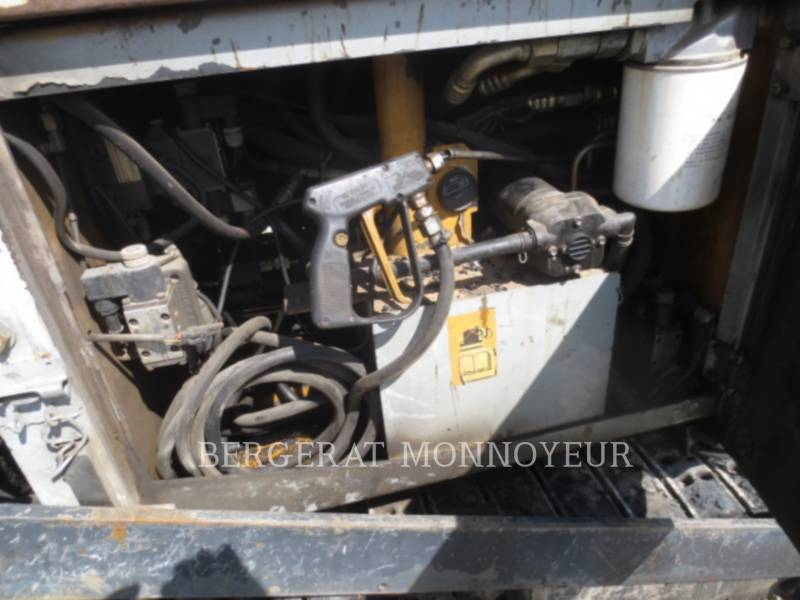 CATERPILLAR PAVIMENTADORA DE ASFALTO BB621C equipment  photo 8