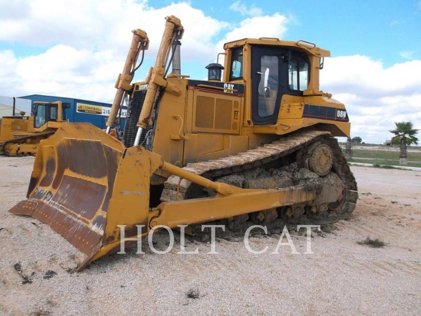 Detail photo of 1995 Caterpillar D8N from Construction Equipment Guide