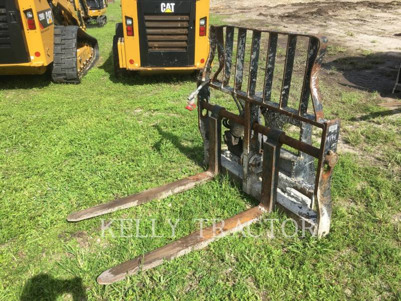 CATERPILLAR HERRAMIENTA: HORQUILLAS FRAME AND TINE FOR TELEHANDLER equipment  photo 1