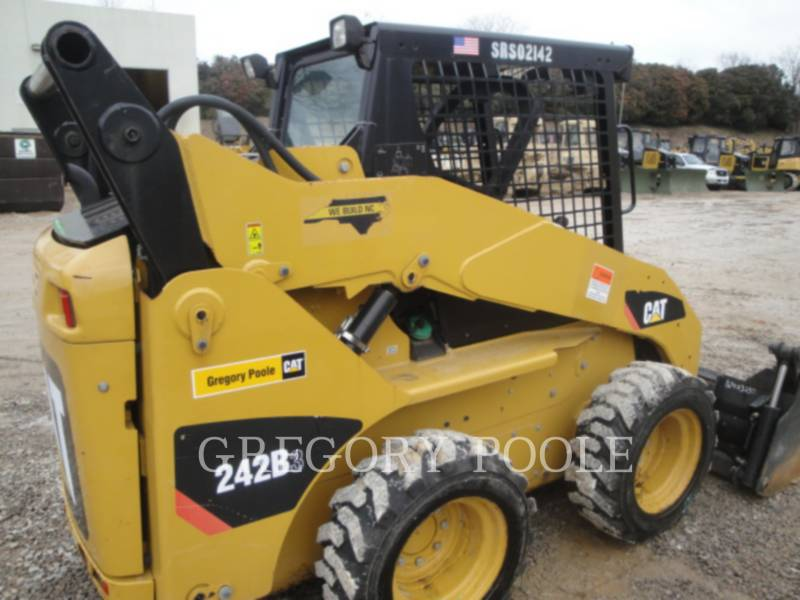 CATERPILLAR SKID STEER LOADERS 242B3 equipment  photo 3