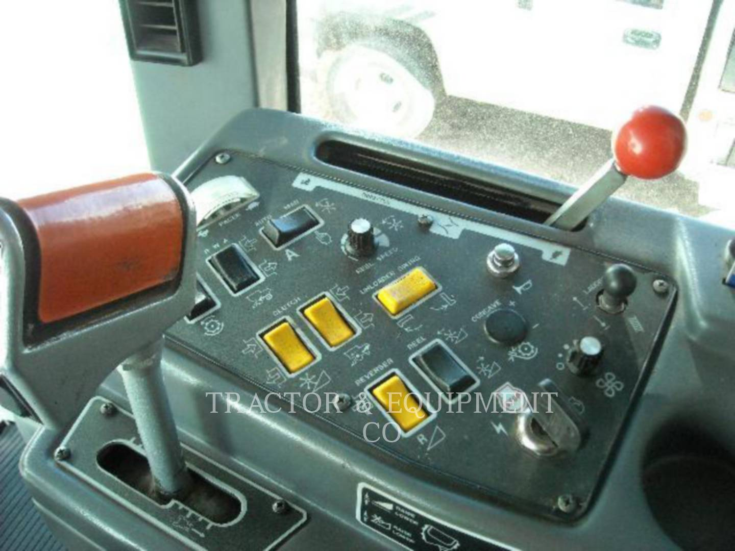 Detail photo of 2000 Gleaner GLR72 from Construction Equipment Guide