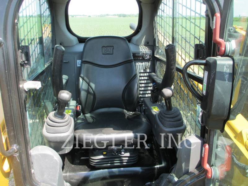 CATERPILLAR CHARGEURS COMPACTS RIGIDES 226DSR equipment  photo 2