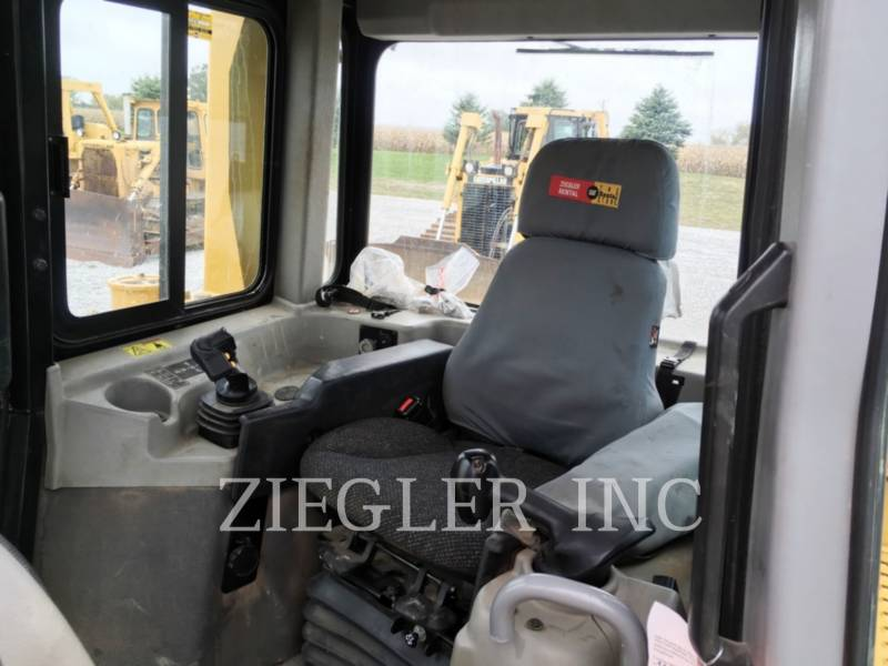 CATERPILLAR TRACK TYPE TRACTORS D6TLGPA equipment  photo 5