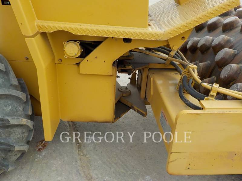 CATERPILLAR VIBRATORY SINGLE DRUM PAD CP-433C equipment  photo 19
