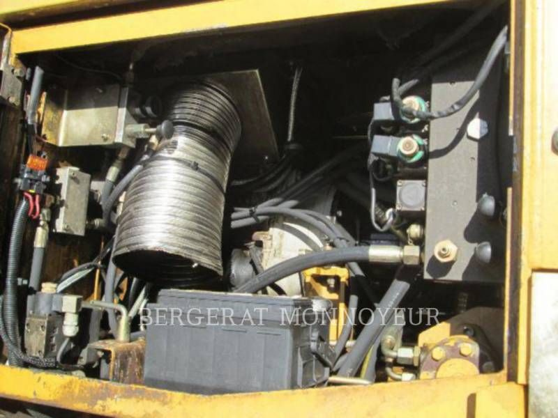 CATERPILLAR ASPHALT PAVERS BB621 equipment  photo 14