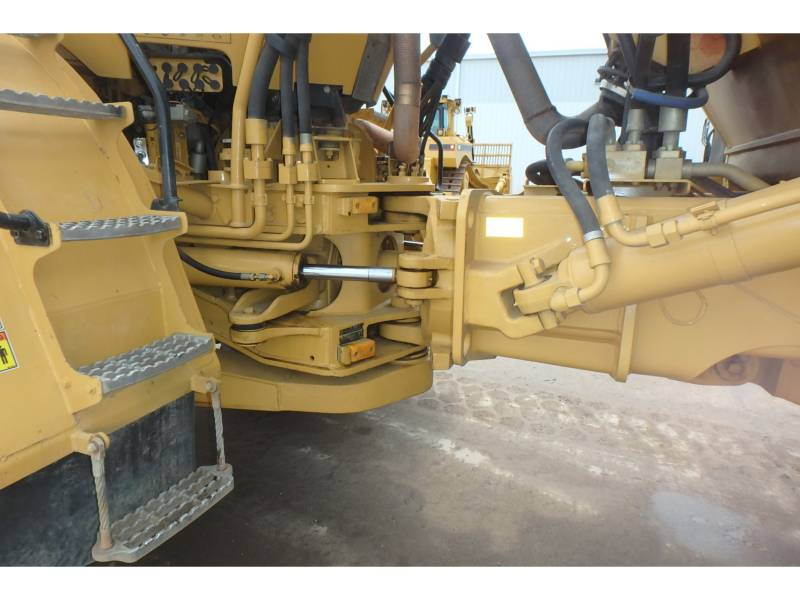CATERPILLAR CAMIONES ARTICULADOS 740 equipment  photo 9