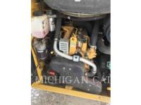 CATERPILLAR CHARGEURS COMPACTS RIGIDES 242D equipment  photo 14