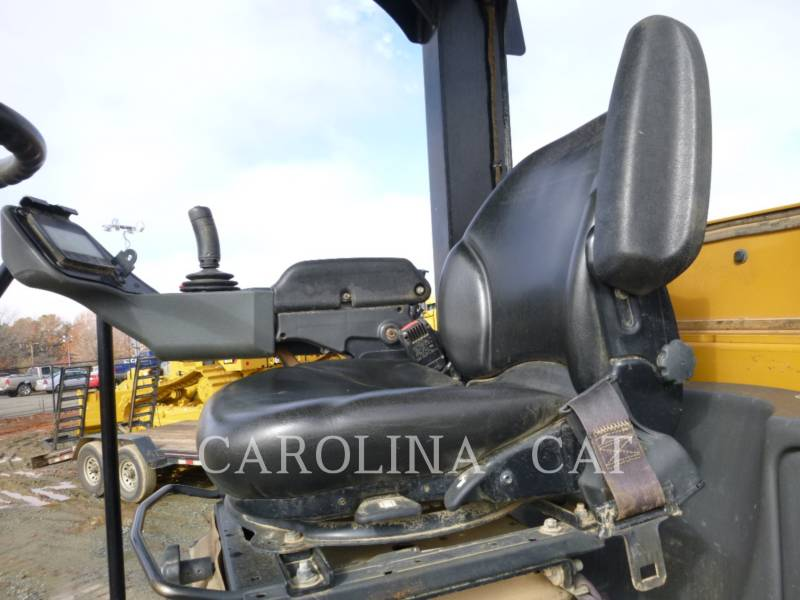 CATERPILLAR VIBRATORY TANDEM ROLLERS CS56B equipment  photo 7
