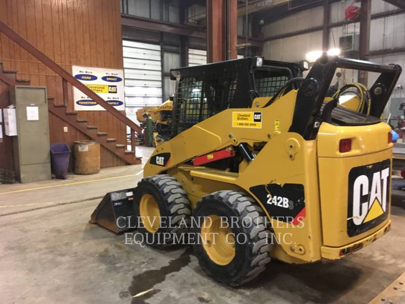 CATERPILLAR CHARGEURS COMPACTS RIGIDES 242B equipment  photo 3