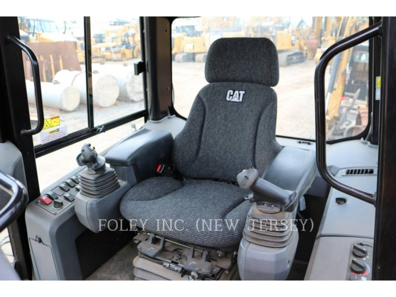 CATERPILLAR TRACK TYPE TRACTORS D3K2LGP equipment  photo 15