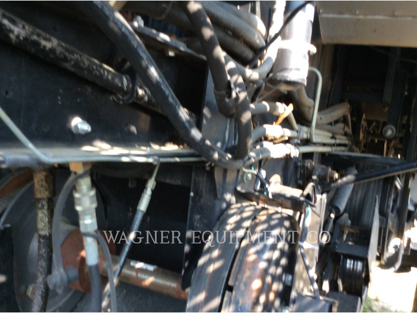 Detail photo of 1900 Gleaner R72 from Construction Equipment Guide