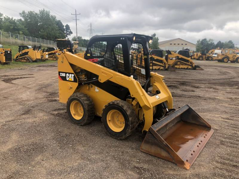 CATERPILLAR PALE COMPATTE SKID STEER 236 D equipment  photo 2