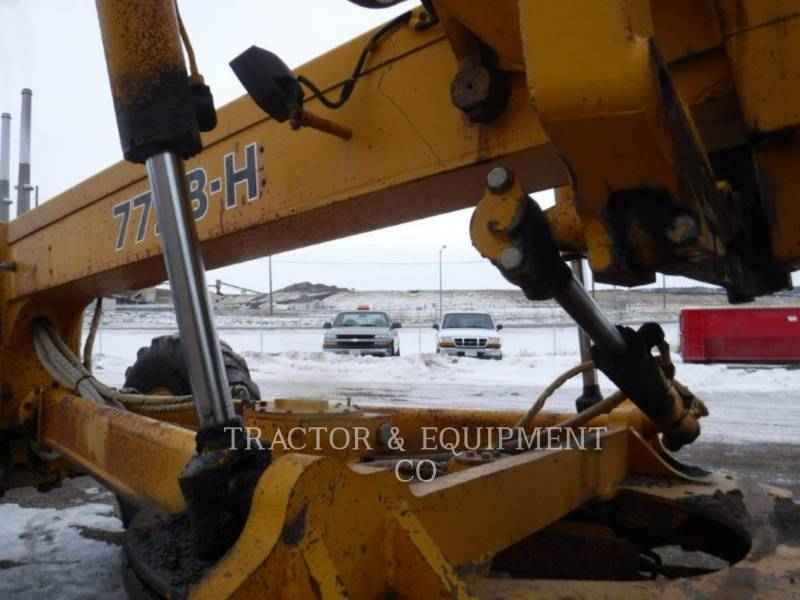 JOHN DEERE NIVELEUSES 772BH equipment  photo 9