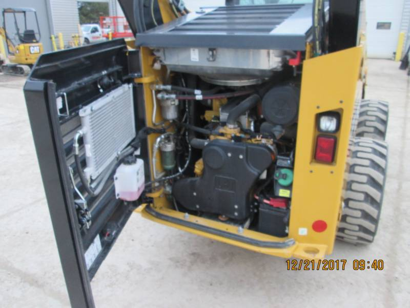 CATERPILLAR SKID STEER LOADERS 272D2 equipment  photo 7