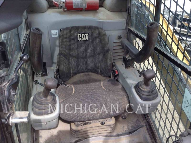 CATERPILLAR SKID STEER LOADERS 272C AQ equipment  photo 9