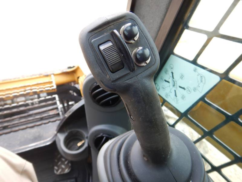 CATERPILLAR SKID STEER LOADERS 262 D equipment  photo 9