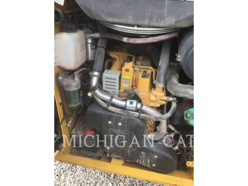CATERPILLAR SKID STEER LOADERS 242D equipment  photo 20