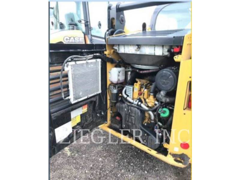 CATERPILLAR KOMPAKTLADER 242D equipment  photo 5