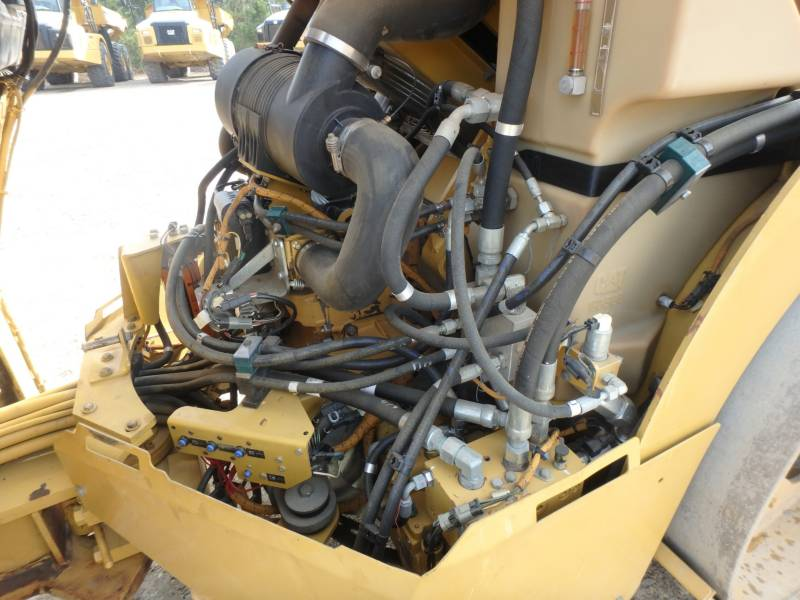 CATERPILLAR TANDEMOWY WALEC WIBRACYJNY DO ASFALTU (STAL-STAL) CB-434D equipment  photo 18